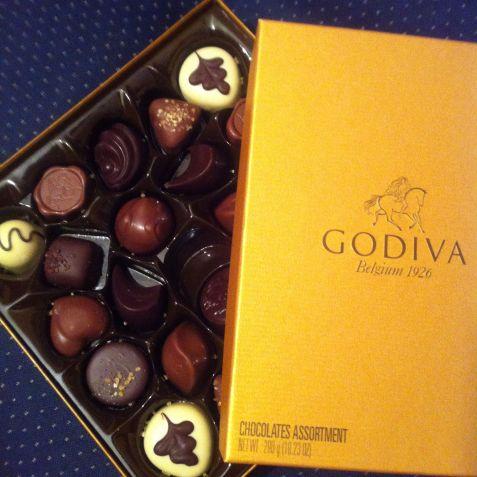 Godiva_belgian_chocolate_golden_box_24